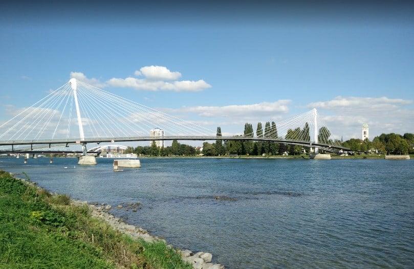 Stellplatz für einen Straßburg - Aufenthalt die Rheinbrücke